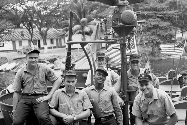 6C The crew of PCF -76 spring  1967..jpg